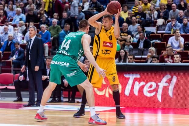 W drugim meczu w sezonie Filip Dylewicz wypadł znacznie lepiej niż na inaugurację. Trafił 5 z 10 rzutów z gry, a kiedy przebywał na boisku Trefli zdobył 8 punktów więcej niż BM Slam Stal Ostrów Wielkopolski.
