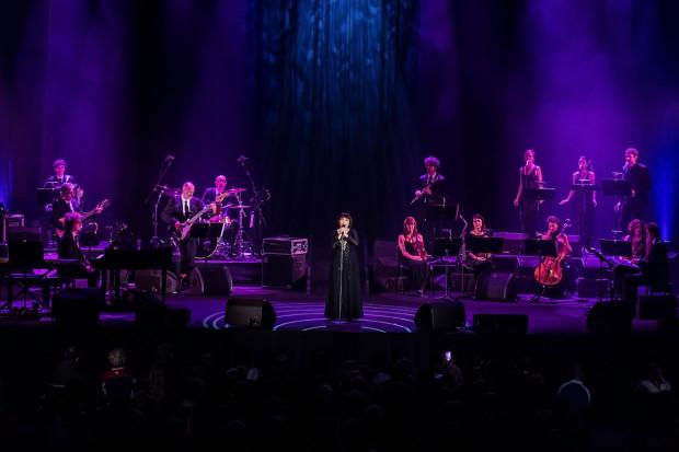 Mireille Mathieu pokazała, że czas jest dla niej łaskawy i jej głos brzmi niemal tak samo, jak na nagraniach sprzed kilkudziesięciu lat.