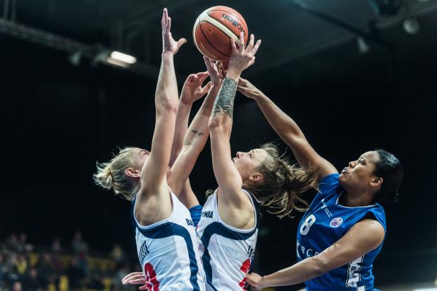 Gdyńskie koszykarki nadal nie mogą wyrwać rywalkom zwycięstwa na parkietach Basket Ligi Kobiet.