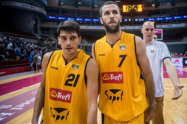 Pedja Stamenković (nr 21) został ściągnięty do Trefla w miejsce młodych, polskich koszykarzy. To według Andrzeja Kwaśniewskiego niezbyt dobrze świadczy o klubie. Kolejnym obcokrajowcem w żółto-czarnych barwach jest Nikola Marković.