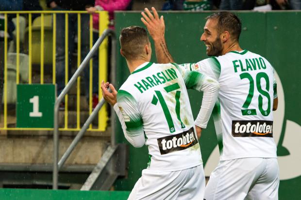 Tak cieszyli się Flavio Paixao i Lukas Haraslin po 3. golu dla Lechii Gdańsk w meczu z Piastem Gliwice. Obaj ten mecz zaczęli na ławce rezerwowych.