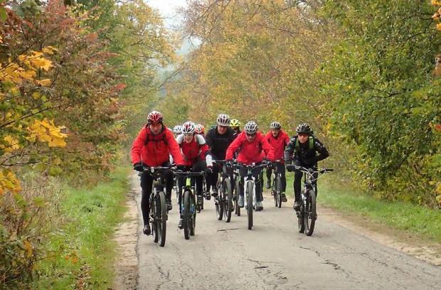Turystyczny wypad rowerowy nie kończy się na samym kręceniu i wietrze we włosach. Wypad za miasto, to także dobra okazja by zasmakować kuchni regionalnej