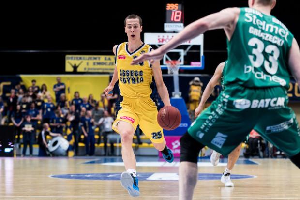 Michał Kołodziej jest jednym z tych koszykarzy, który stara się przebić do pierwszej drużyny Asseco, a do tego gra w rezerwach gdyńskiego zespołu.