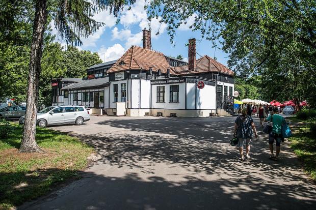 Restauracja Parkowa, która zgodnie z dotychczasowym planem oraz właśnie uchwalonym może zostać zburzona pod budowę hotelu.