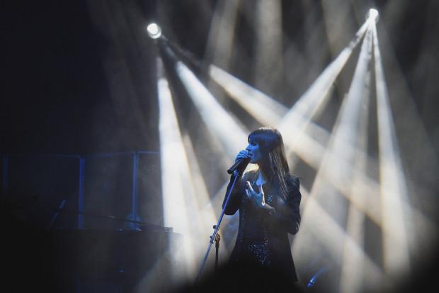 Sylwia Grzeszczak swój koncert zaczęła bardzo spokojnie.