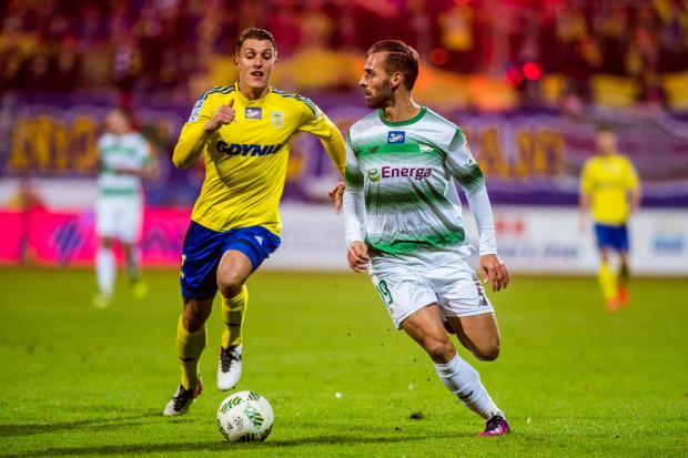 W 74. meczu w ekstraklasie Marco Paixao strzelił 32. gola. Na zdjęciu w pojedynku z Damianem Zbozieniem.