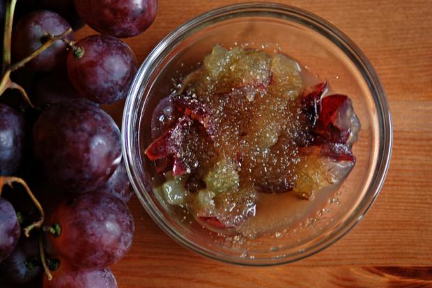 Peeling na bazie winogron i brązowego cukru poprawia krążenie, dzięki czemu zapobiega odkładaniu się tkanki tłuszczowej. Napina skórę, złuszcza, odżywia i poprawia jej koloryt.