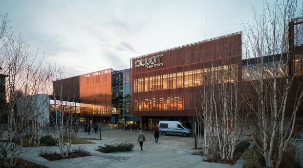 Budynek nowego dworca kolejowego w Sopocie.