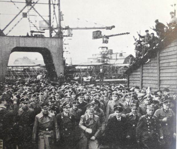 Druga (i ostatnia zarazem) wizyta Adolfa Hitlera w Gdańsku, 6 V 1941 r. Führer odwiedził wówczas Stocznię Gdańską oraz schronisko młodzieżowe na Biskupiej Górce (źródło: Danziger Werft 1844-1944, Danzig 1944).
