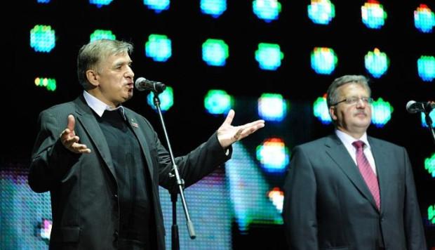 """Maciej Zięba podczas koncertu """"Twój Anioł wolność ma na imię"""", który miał być jego wielkim sukcesem, a który przyczynił się do jego odejścia z ECS."""