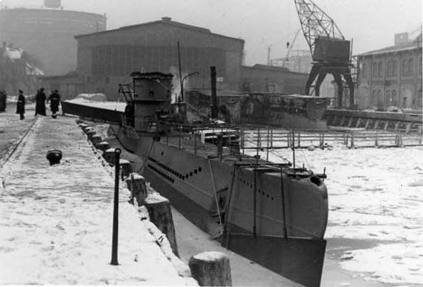Stocznia Danziger Werft A.G., 23 lutego 1942. U-410 tuż przed odbiorem przez marynarkę wojenną. Na dziobie widoczna tymczasowa osłona, ochraniająca kadłub przed pływającym lodem.