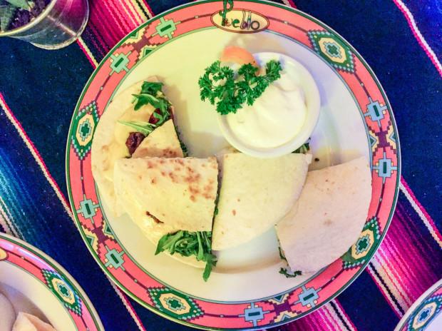 Quesadilla z chorizo i parmezanem w Pueblo.