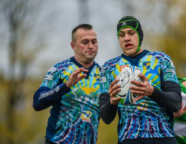 Rugbistom Ogniwa Sopot nie udało się utrzymać w finale Pucharu Polski korzystnego wyniku, który mieli po pierwszej połowie. Na zdjęciu od prawej Adam Piotrowski i Robert Rogowski.