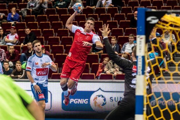 Damian Kostrzewa w Opolu rzucił po przerwie sześć bramek, ale napędzana przez niego pogoń Wybrzeża za Gwardią nie dała gdańszczanom punktów.