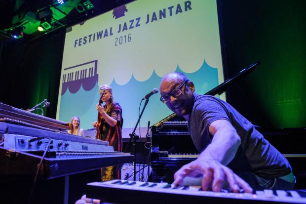 """Bugge Wesseltoft i jego """"nie-tak-znowu-nowa"""" koncepcja jazzu."""