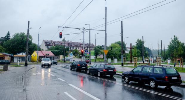 Remont ul. Rdestowej to dobra wiadomość dla mieszkańców, ale też kierowców trolejbusów i autobusów. W coraz bliższych planach jest też remont krzyżówki z Nowowiczlińską.