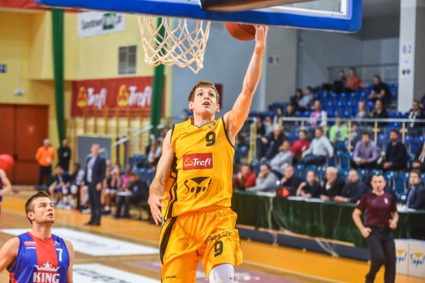 Jakub Karolak ma zadatki na strzelca. Najpierw udowadniał to w meczach sparingowych, teraz stara się przełożyć to na sezon PLK.
