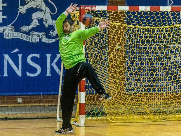 Sebastian Suchowicz doskonałymi interwencjami w bramce poderwał piłkarzy ręcznych Wybrzeża Gdańsk do walki w 2 połowie w Zabrzu, ale nie wystarczyło czasu, by doprowadzić do dogrywki.