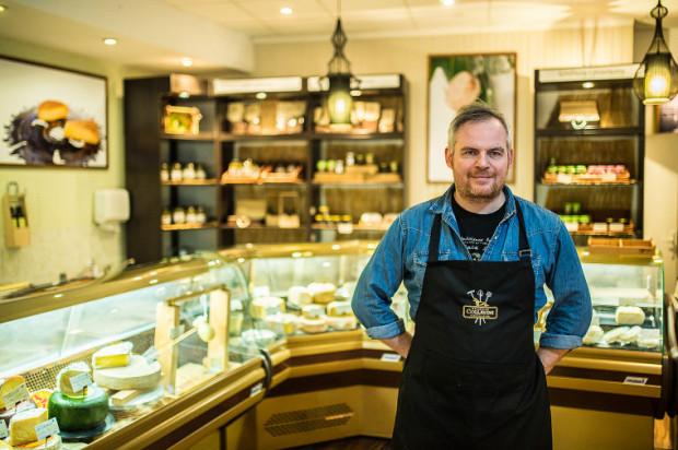 - Jak robiłem rozpoznanie tematu, to miałem wrażenie, że otwarcie sklepu spożywczego w Polsce jest przedsięwzięciem niemożliwym do wykonania. Miałem wrażenie, że sklep spożywczy głównie składa się z kranów i zlewów, które muszą być wszędzie - mówi Grzegorz Jankowski.