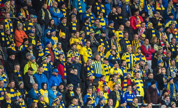 Niedzielny mecz z Termaliką obejrzy 2500 karnetowiczów Arki oraz grupa 999 dzieci do lat 16 wraz z opiekunami.