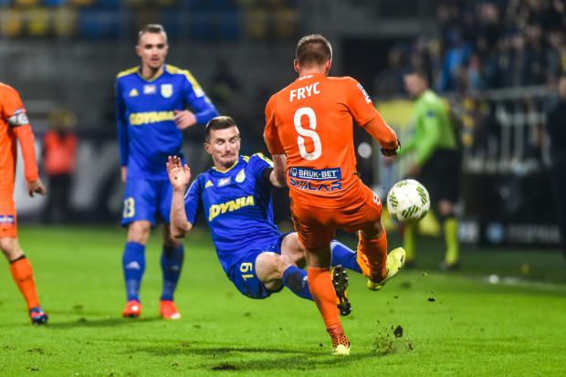 Za ten faul na Patryku Frycu jeszcze w pierwszej połowie Miroslav Bożok został wyrzucony z boiska.