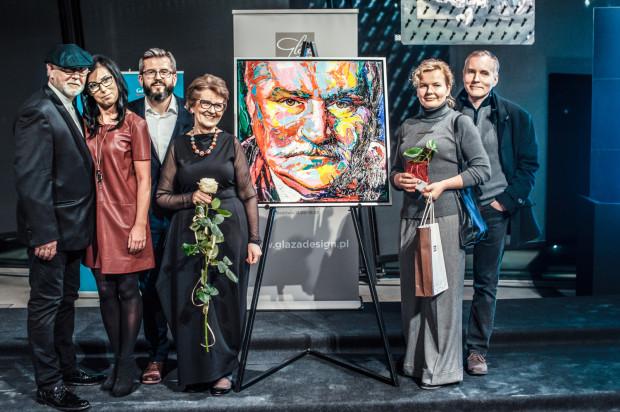 Licytacja portretu Lecha Wałęsy autorstwa Moniki Graczyk  Ćwierć wieku Galerii Glaza Expo Design   Wolność w Sztuce