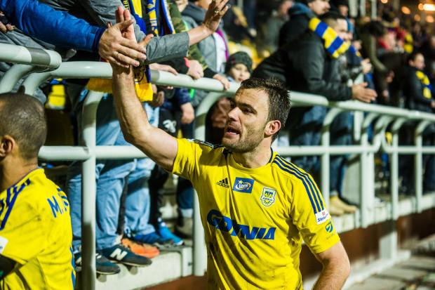 Krzysztof Sobieraj przeżywa kolejną, piłkarską młodość. Jak za najlepszych lat w Arce Gdynia także i teraz zbiera najwyższe oceny za grę ze wszystkich piłkarzy, a kibice skandują jego imię i nazwisko.