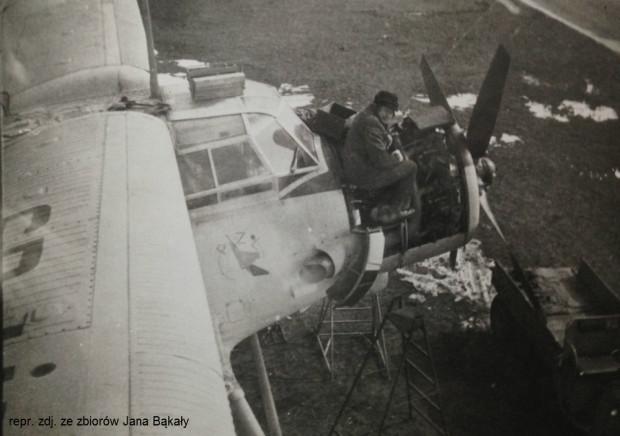 Jan przez długie lata pracował jako mechanik lotniczy.