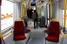 Wadą nowych tramwajów mogą okazać się siedzenia pod skosem. Pesa tłumaczy, że w ten sposób pasażerowie mogą łatwiej przemieszczać się po pojeździe, a osoby na krzesełkach mają więcej miejsca na nogi.