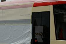Tramwaj nosi imię Daniela Gralatha, jego nazwisko zostało umieszczone przy pierwszych drzwiach pojazdu.