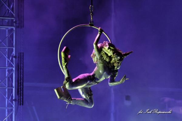 """Po długiej nieobecności spektakl """"Przygody Sinbada"""" Akrobatycznego Teatru Tańca Mira-Art wraca do Trójmiasta. Spektakl zagrany zostanie 6 i 7 grudnia w Teatrze Szekspirowskim."""