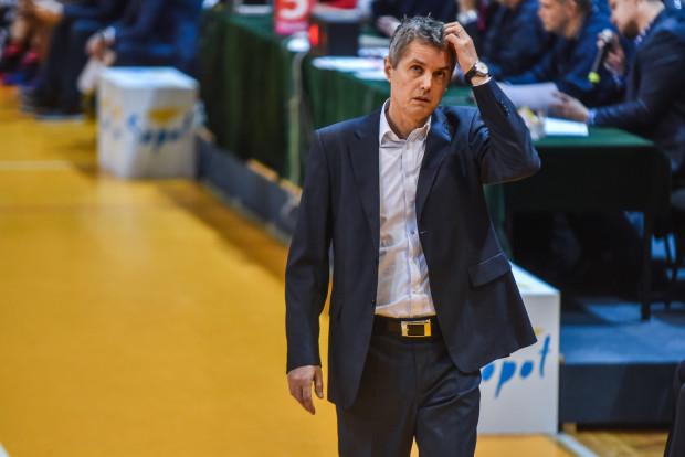 Trener Zoran Martić ma wiele do myślenia po sobotnim meczu w Dąbrowie Górniczej.