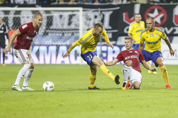 W lipcu Dariusz Zjawiński (nr 22) strzelił w 21. minucie Wiśle gola na 2:0, a Arka wygrała spotkanie 3:0. W Krakowie mogła być powtórka w 18. minucie, ale zamiast tego skończyło się najwyższą porażką w tym sezonie.
