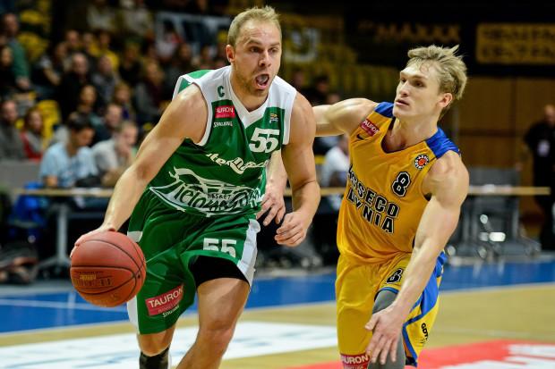 Były koszykarz Asseco Łukasz Koszarek (nr 55) ponownie pokazał swoje nieprzeciętne umiejętności i spokój trafiając za trzy punkty w najważniejszym momencie meczu. Dobry w Zielonej Górze zagrał pochodzący stamtąd Filip Matczak (nr 8).
