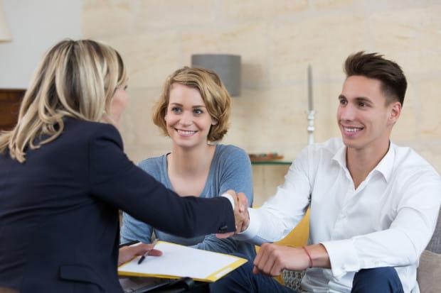 Jeżeli nieruchomość kupuje para niebędąca małżeństwem, to w umowie zaznaczyć należy ile udziałów należy do każdego z kupujących.