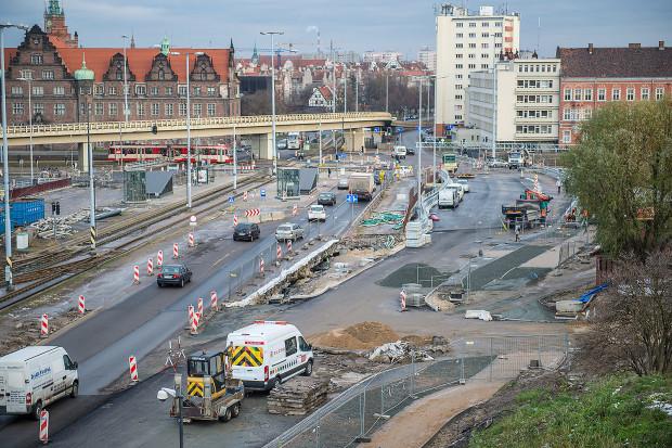 Cztery tygodnie szybciej niż planowano udało się zakończyć prace na drugim wiadukcie na Armii Krajowej. Kierowcy pojadą nim w środę wieczorem.