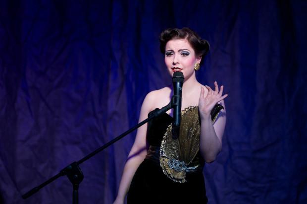 """An Evening of Burlesque"""" to wysmakowany performance, dzięki któremu publiczność przenosi się prosto do pięknego Paryża."""