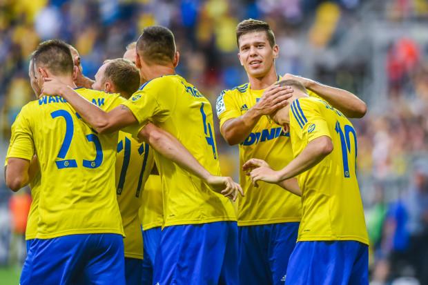 Michał Marcjanik (drugi z prawej) w pierwszej drużynie Arki Gdynia występuje od latach 2013 roku. Dotychczas w 75 oficjalnych meczach strzeli 5 goli.