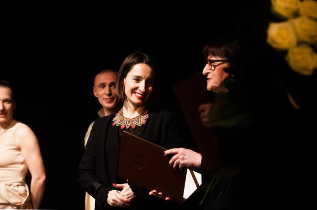 Obchodząca 20-lecie pracy artystycznej Joanna Czajkowska tym razem ograniczyła się do roli choreograf i reżyserki przedstawienia.