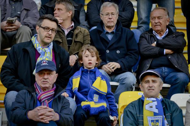 W poniedziałek piłkarze Arki zagrają nie tylko o ostatnie zwycięstwo 2016 roku w Gdyni, ale także o prezent na 70-lecie Michała Globisza (drugi z prawej), wiceprzewodniczącego rady nadzorczej klubu.