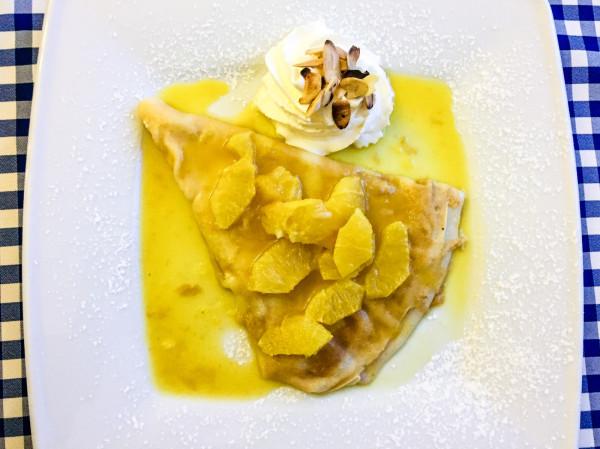 A la francaise: krep Suzette, czyli naleśnik deserowy.