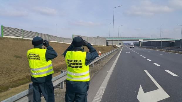 Prawo do kontroli przewoźników mają m.in. inspektorzy ITD.