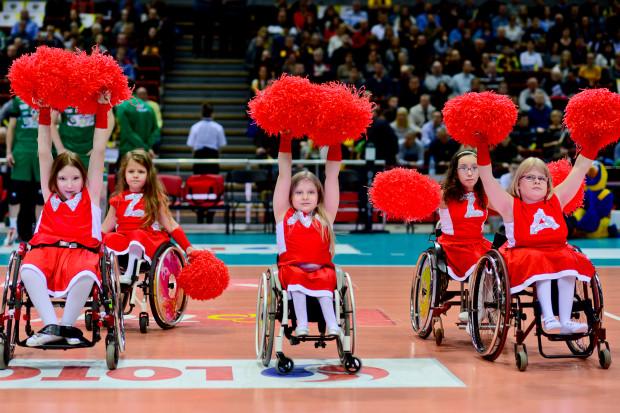 Cheerleaders Flex Pomorze to pierwsza w Polsce grupa cheerleaderek na wózkach.