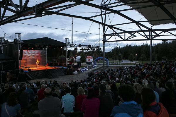 Każdy spektakl grany na Scenie Letniej Teatru Wybrzeże w Pruszczu Gdańskim ogląda przeszło 800 widzów.