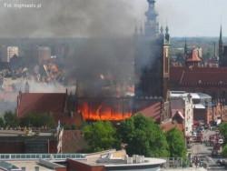 Pożar sprzed czterech lat strawił znaczną część dachu kościoła.