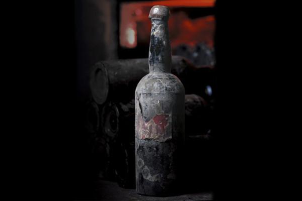Heidsieck z 1907 r. - szampan wydobyty z wraku statku, który w 1916 r. zatonął u wybrzeży Finlandii. W wodach Morza Bałtyckiego 2000 butelek wina przeleżało ponad 80 lat. Cena jednej jego butelki wynosi 275 tys. dolarów.