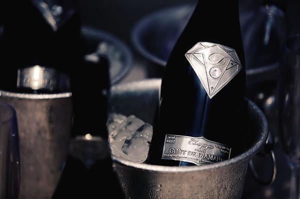 Goût de Diamants - najdroższy szampan świata, w butelce ozdobionej logo inspirowanym znakiem Supermana, wykonanym z białego złota, ozdobionym 19-karatowym diamentem. Jego butelka kosztuje 1,2 mln funtów, czyli ponad 6 mln złotych.