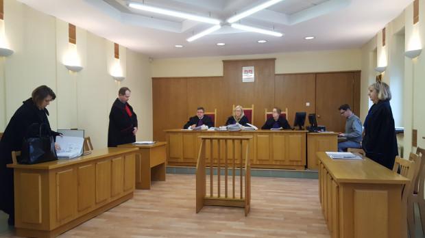 Sąd przyznał rację wojewodzie i uznał, że miasto - oddając grunty w dzierżawę pod płatne parkingi - złamało prawo.