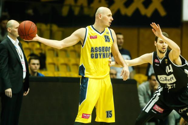 W ostatnich derbach koszykarzy grali m.in. Przemysław Frasunkiewicz (nr 15) i Grzegorz Kulka (nr 14). Obaj wciąż są w tym samych drużynach, z tą różnicą, że pierwszy z nich został trenerem Asseco.