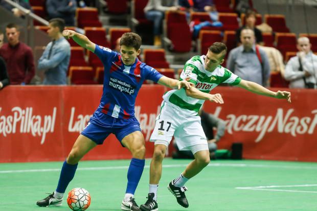 Lechia Gdańsk wygrała pierwszą edycję Amber Cup rozgrywaną w Ergo Arenie. Czy biało-zieloni ponownie okażą się najlepsi? Na zdjęciu Lukas Haraslin (z prawej) i Mateusz Możdżeń (z lewej).